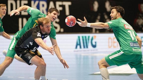 Max Darj BHC 5, im Zweikampf gegen Bastian Roscheck Leipzig