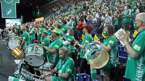 Erstmals durften wieder 1000 Zuschauer und Fans in die Arena