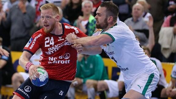 Jim Gottfridsson (SG Flensburg-Handewitt, 24) gegen Alen Milosevic (SC DHfK Leipzig, 34)