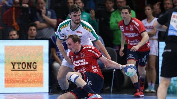 Holger Glandorf (SG Flensburg-Handewitt, 09) gegen Marc Esche (SC DhfK Leipzig, 43)