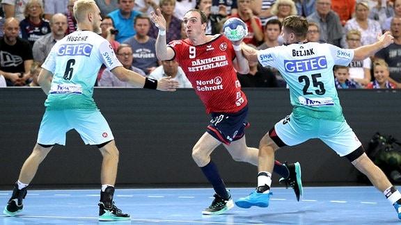 Holger Glandorf gegen Marko Bezjak. und Matthias Musche.