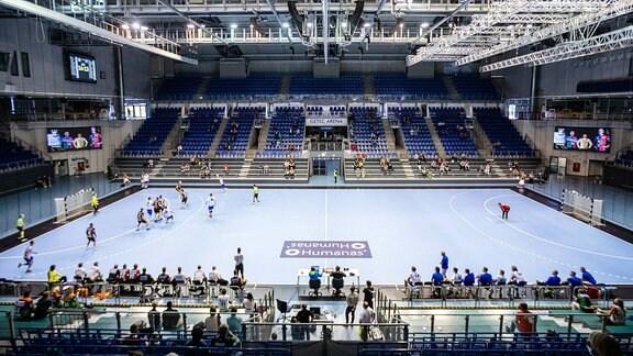 Getec Arena unter Corona-Bedingungen beim ersten Testspiel in der Halle waehrend der Saison-Vorbereitung 2020-2021 in der 1. Handball Bundesliga Herren zwischen SC Magdeburg - Dessau-Rosslauer HV 06