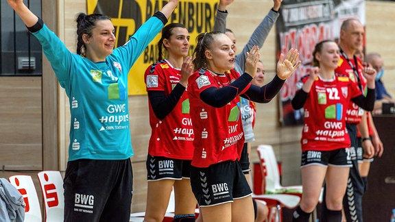 Die Spielerinnen von Union Halle-Neustadt jubeln
