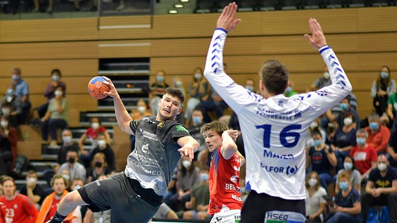 Philip Jungemann überwindet Jonas Maier.