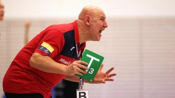 Im Bild Trainer Herbert Müller