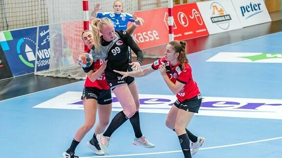 von links: Nina Neidhart (Thüringer HC, 48), Johanna Reichert (WAT Atzgersdorf, 99), Mariana Ferreira Lopes (Thüringer HC, 2)