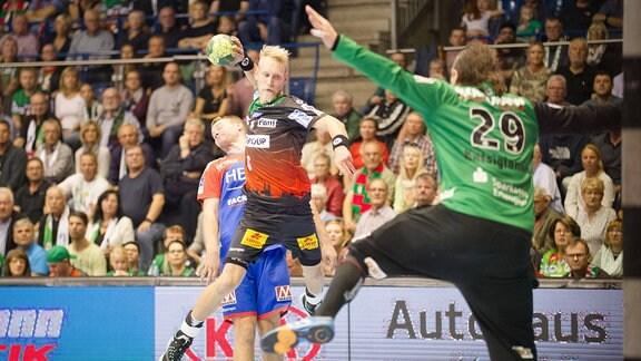 Matthias Musche wirft gegen Nikolas Katsigiannis