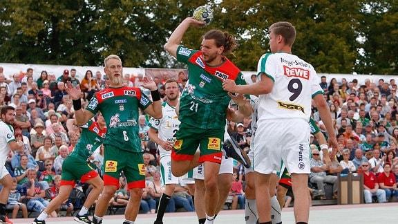 Erik Schmidt (magdeburg) wirft Tor