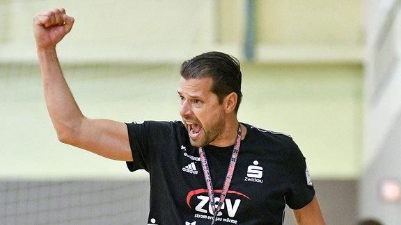Norman Rentsch, Trainer BSV Sachsen Zwickau, jubelt.