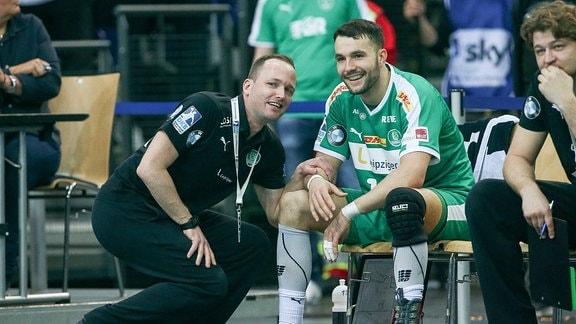 Im Bild v.l.: Trainer Andre Haber (Leipzig) und Bastian Roscheck (19, Leipzig)
