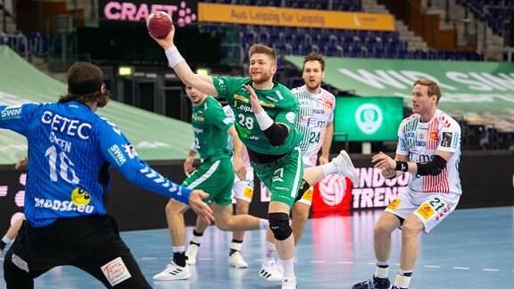 Maciej Gebala (DHfK 28) gegen Magdeburg Torwart Jannick