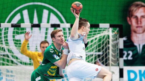 GWD Minden vs. SC Magdeburg (L-R) Magnus Gullerud (Minden), Michael Damgaard (Magdeburg)