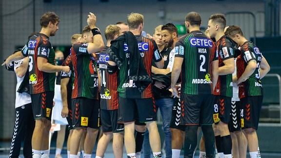 Bennet Wiegert Magdeburg, Trainer gibt Anweisungen