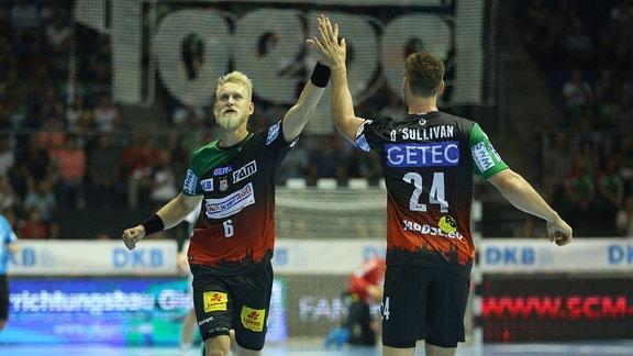 Matthias Musche (SC Magdeburg) jubelt gemeinsam mit Christian O Sullivan (SC Magdeburg)
