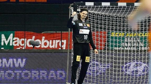 Jannick Green Krejberg, SC Magdeburg, jubelt über gehaltenen Ball.