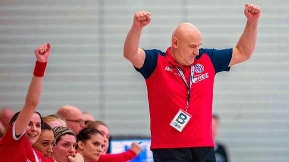 Trainer Herbert Müller vom THC in Aktion