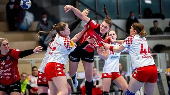 Arwen Ruehl, Thueringer HC und Tina Kolundzic, 1. FSV Mainz 05