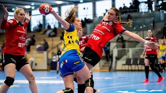 Moa Amanda, Storhamar Handball Elite und Nina Neidhart, Thueringer HC