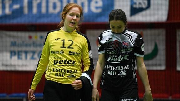 Marie Skurtveit Davidsen (Thüringer HC) und Asli Iskit (Thüringer HC) schauen enttäuscht.
