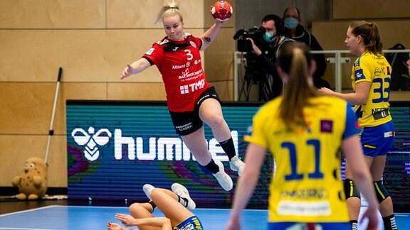 Emma Ekenman-Fernis (Thueringer HC) in Aktion beim Spiel Thüringer HC - Storhamar HE