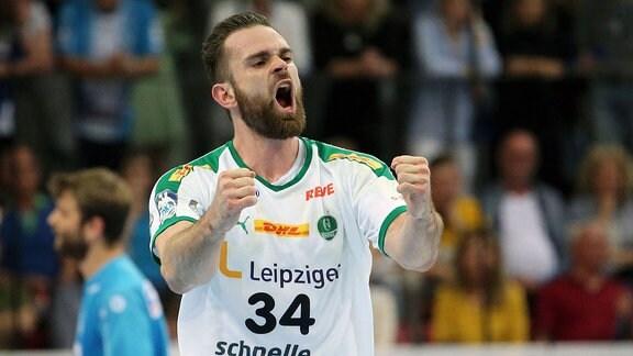 Alen Milosevic (Leipzig) jubelt und ballt die Fäuste.