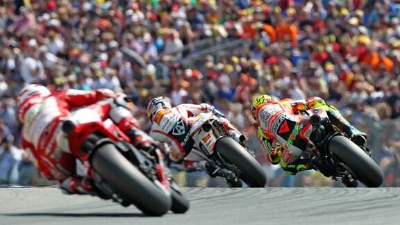 Valentino Rossi, Hiroshi Aoyama und der Amerikaner Hector Barbera steuern ihre Motorräder