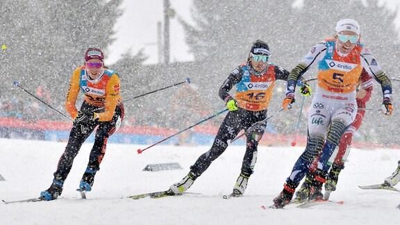Julia Richter (Deutschland/Sayda) (li.) im Viertelfinale u.a. mit Emma Ribom (Schweden) (re.) beim Langlauf-Sprint U23
