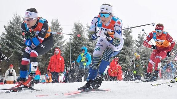 Johanna Hagstroem (Schweden)  (Mitte) beim Langlauf-Sprint U23