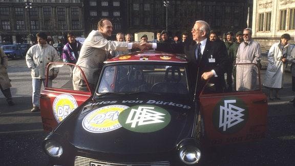 Vereinigung der Fussballverbände Deutscher Fußballbund (DFB) und Deutscher Fußballverband (DFV) in Leipzig am 21.11.1990