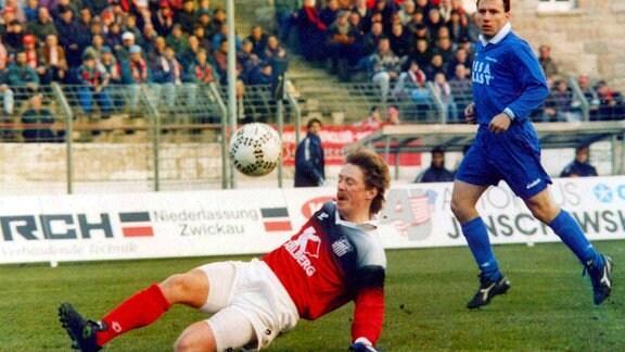Jörg Kirsten (FSV Zwickau) am Ball