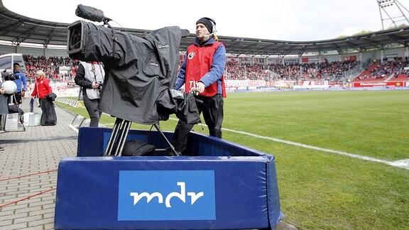 MDR-Kamera im Stadion in Halle