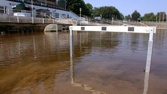 Heinz-Steyer-Stadion 2002 unter Wasser