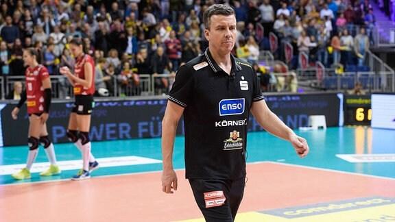 Alexander Waibl (Trainer / Coach Dresden) enttäuscht nach der Niederlage.
