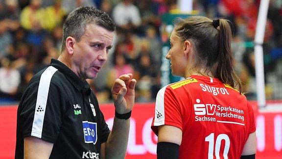 Dresdner SC, v.l.: Trainer Alexander Waibl mit Lena Stigrot