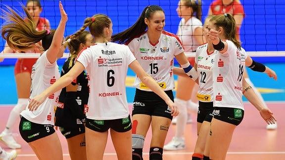 Jubel bei den Spielerinnen des Dresdner SC