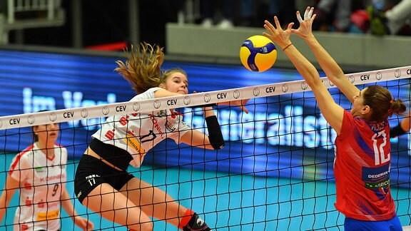links: Camilla Weitzel Dresden gegen Georgiana Fales Bacau