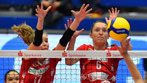 von rechts: Kadie Rolfzen und Camilla Weitzel (beide Dresdner SC)