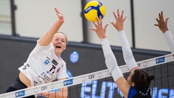 Hanna Hellvig am Ball.