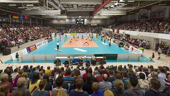 Volleyball in der Margon Arena, Dresden.