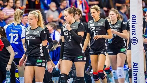 Geknickte Stimmung bei den Spielerinnen von Schwarz-Weiss Erfurt in Stuttgart