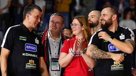 Trainer Alexander Waibl, Vorstandschef Dr. Jörg Dittrich, Geschäftsführerin Sandra Zimmermann, Co-Trainer Konstantin Bitter alle Dresden, der Dresdner SC ist Pokalsieger 2020.