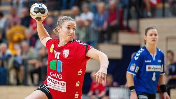 Nadine Smit (SV Union Halle) vom Punkt SV Union Halle-Neustadt (Wildcats).