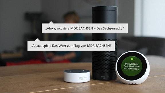 Echo Spot von Amazon steht auf einem Tisch in einem Wohnzimmer. Auf dem Bildschirm ist das Logo des MDR zu sehen.