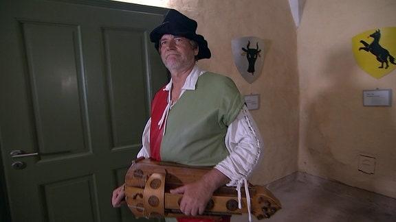Spielmann mit Drehleier