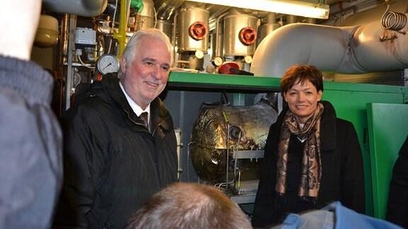 """Die hessische Umweltministerin Lucia Puttrich und Thüringens Umweltminister Jürgen Reinholz in der Pilotanlage """"Power to Gas"""" zur Herstellung von erneuerbarem Methan."""