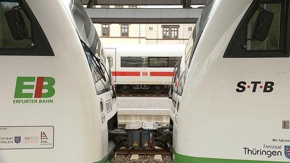 Die Züge der Erfurter Bahn und Südthüringen-Bahn.