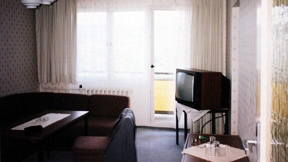 Blick in eine Hotelzimmer im jahr 1996. Es ist das einstige FDGB-Heim Wurzbach, heute Aparthotel am Rennsteig