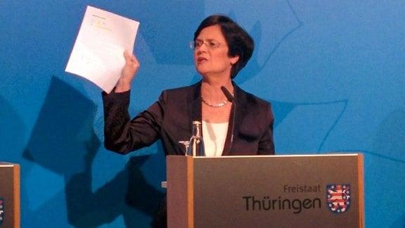 Thüringens Ministerpräsidentin Christine Lieberknecht bei ihrer letzten Regierungsmedienkonferenz in der Staatskanzlei in Erfurt