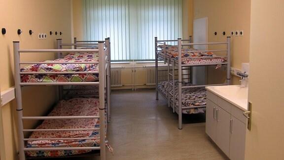 Ein Zimmer in der Flüchtlingsunterkunft im ehemaligen Wismut-Krankenhaus