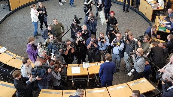 AfD-Fraktionschef Björn Höcke mit Presse im Thüringer Landtag
